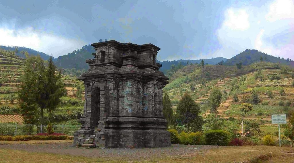 Candi Dwarawati Dieng